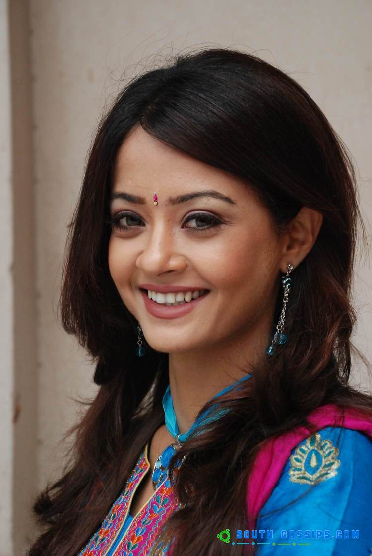 Surveen Chawla Hot In Comedy Circus